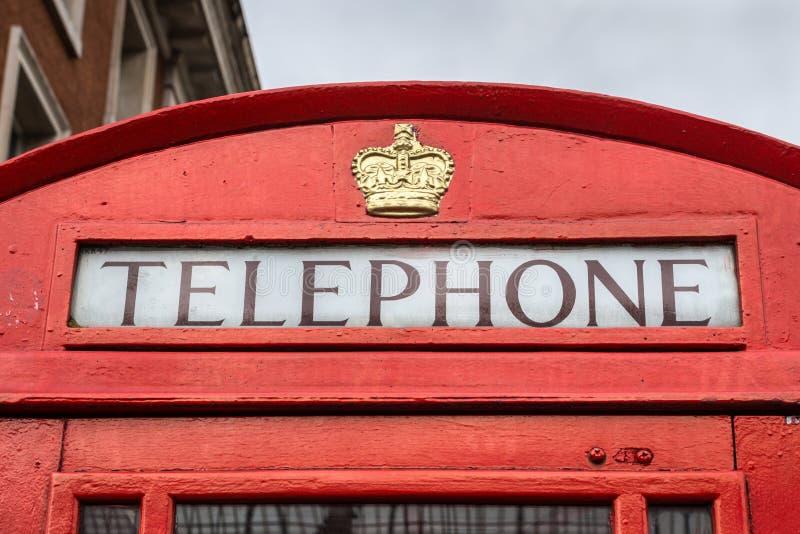 Röd London telefonask, England, Förenade kungariket royaltyfri fotografi