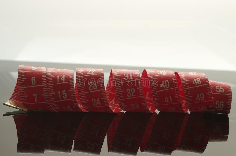Röd mäta bandspegel arkivfoto
