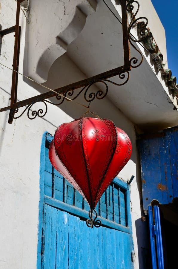 Röd moroccan lykta fotografering för bildbyråer
