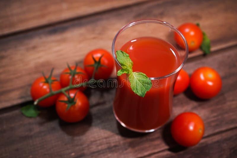 röd ny drink för tomatfruktsaft mycket royaltyfria bilder