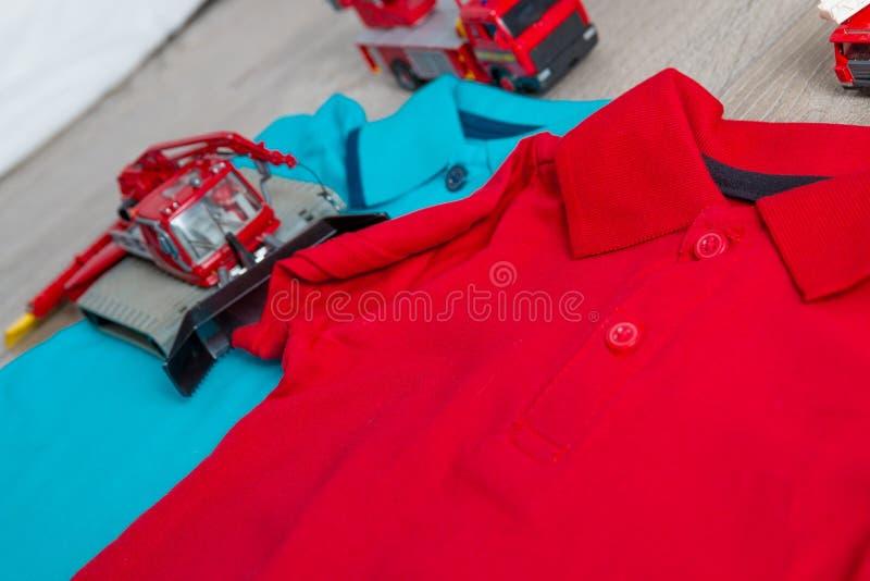 Röd och blå near uppsättning för polo två av billeksaken close upp Top beskådar royaltyfri foto