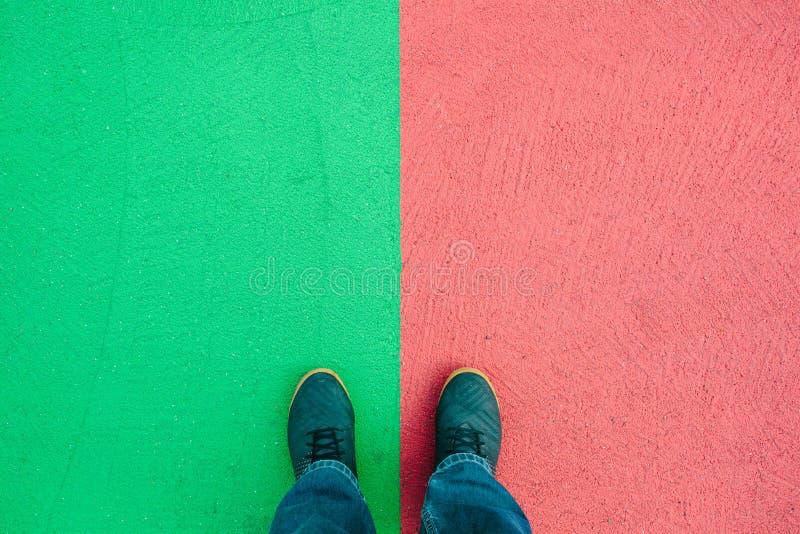Röd och grön kulör asfalt på gatan, texturbakgrund royaltyfri foto