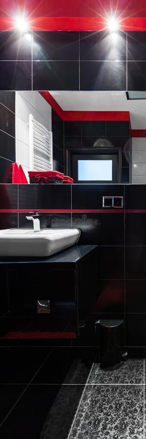 Röd och vit badrum för svart, royaltyfri fotografi