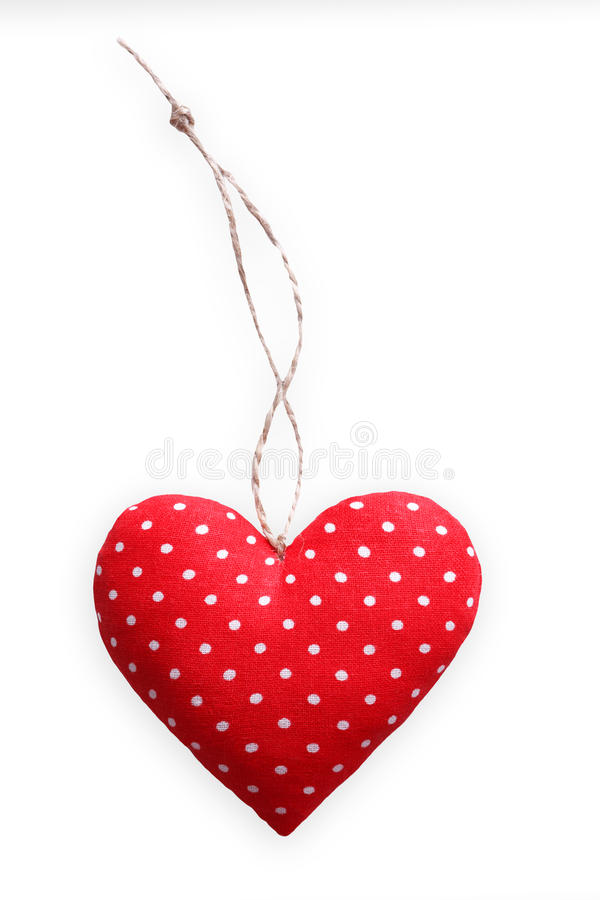 Röd prickig sydd kuddehjärta som isoleras på vit bakgrund, valentin royaltyfri bild