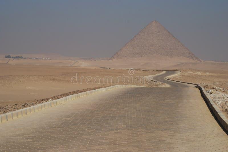 Röd pyramid. Dahshur Egypten royaltyfria foton