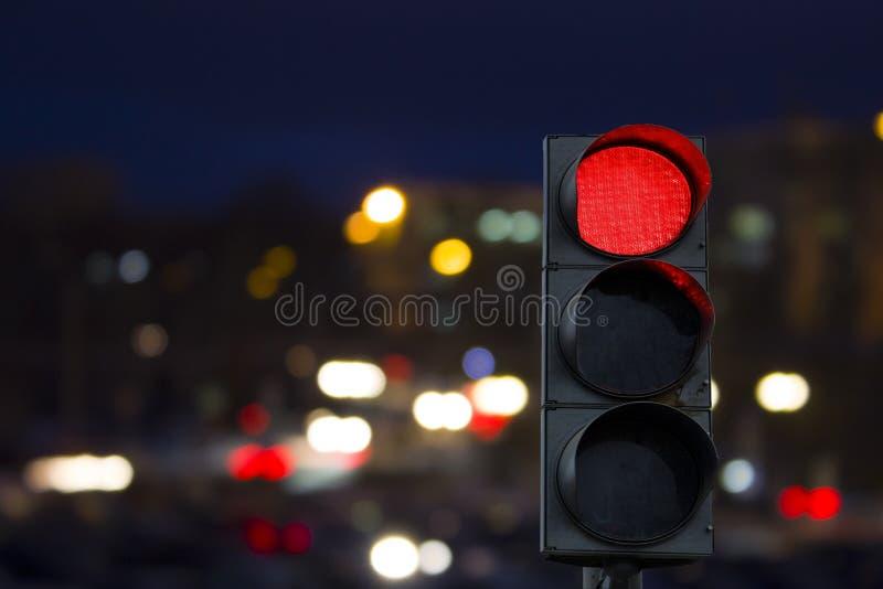 Röd signalnatt för trafikljus royaltyfria bilder