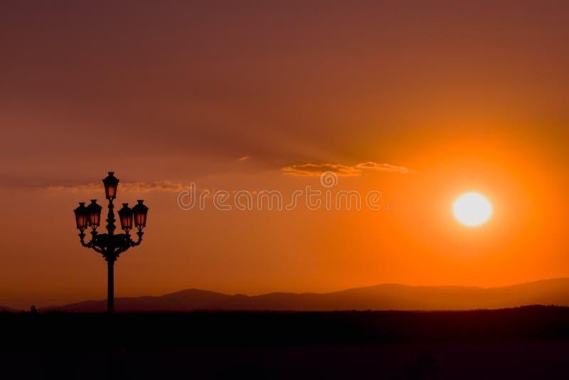 R?d solnedg?ng i Madrid arkivfoto