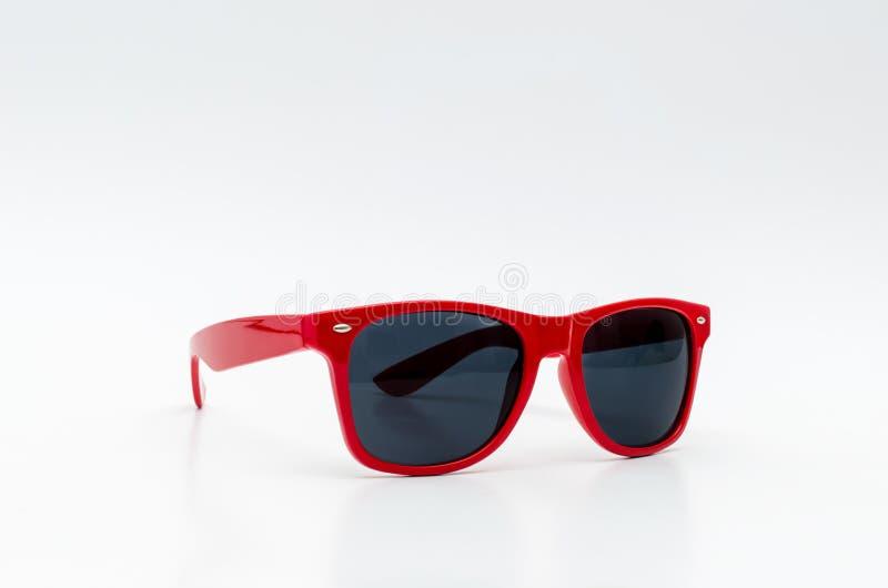 Röd stilfull solglasögon royaltyfria foton