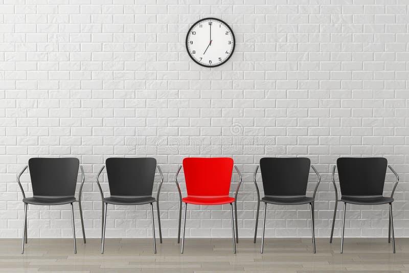 Röd stol med en annan svart mot väggen med den moderna klockan arkivbild