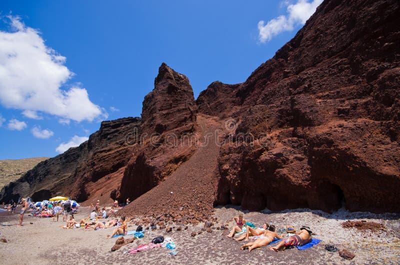 Röd strand på den Santorini ön, Grekland fotografering för bildbyråer