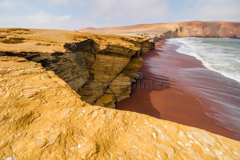 Röd strandPlaya Roja kust nära Paracas, Ica, Peru, Sydamerika arkivfoto