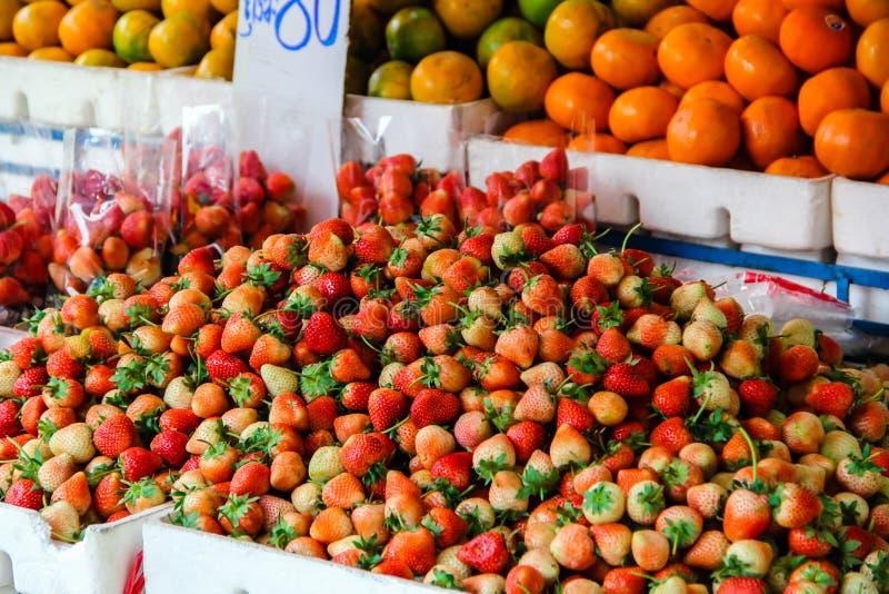 Röd strewberry bakgrund royaltyfri fotografi