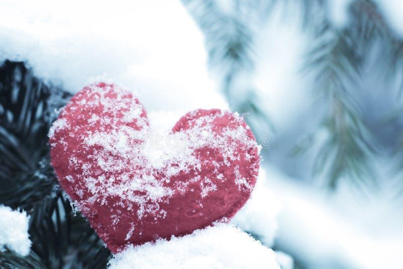 Röd stucken hjärtaform royaltyfri fotografi
