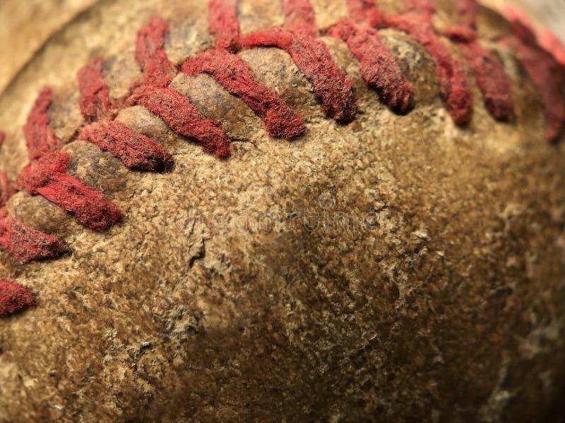 Röd sy detalj av en gammal baseball royaltyfri fotografi