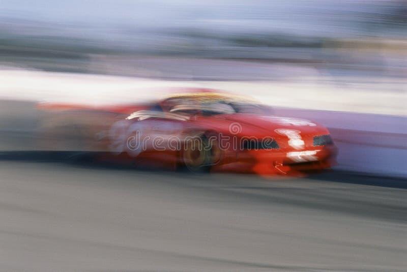 Röd tävlings- bil arkivbilder