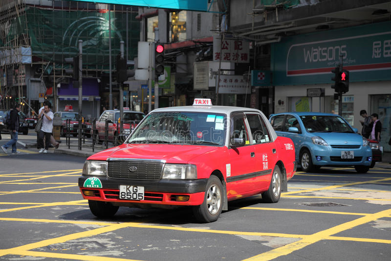 Röd taxi i Hong Kong royaltyfri bild