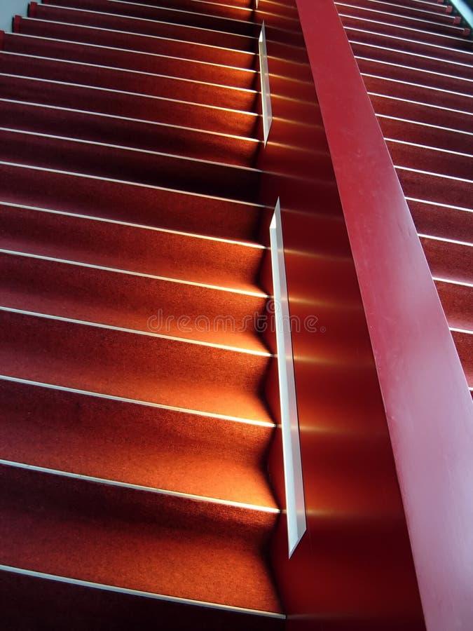 röd trappa fotografering för bildbyråer