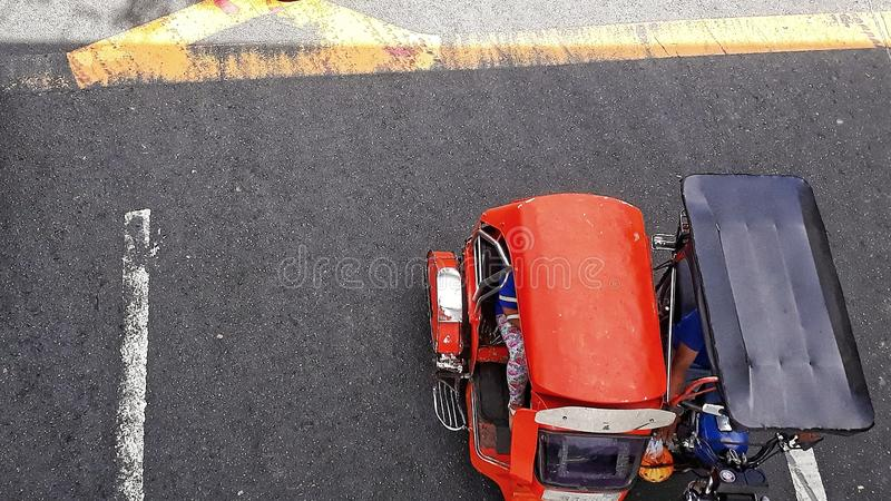 röd trehjuling arkivbild