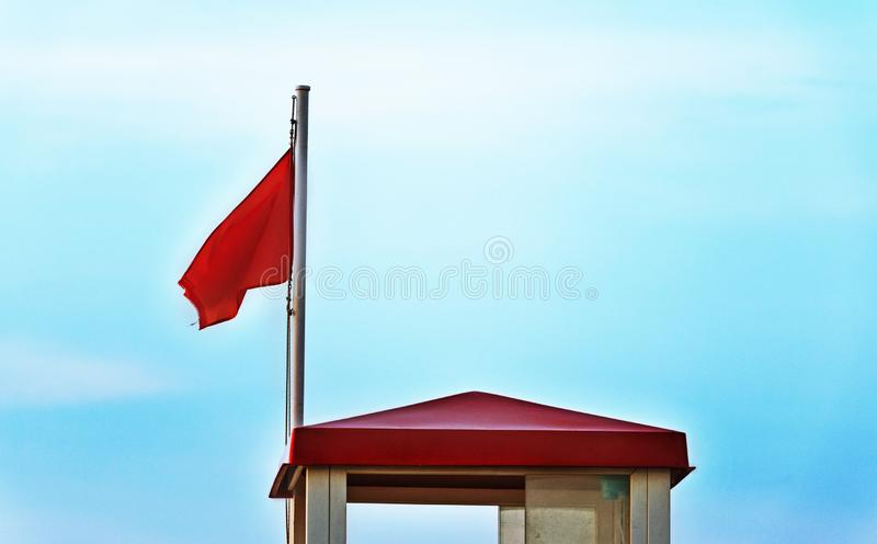 Röd varningsflagga royaltyfri fotografi