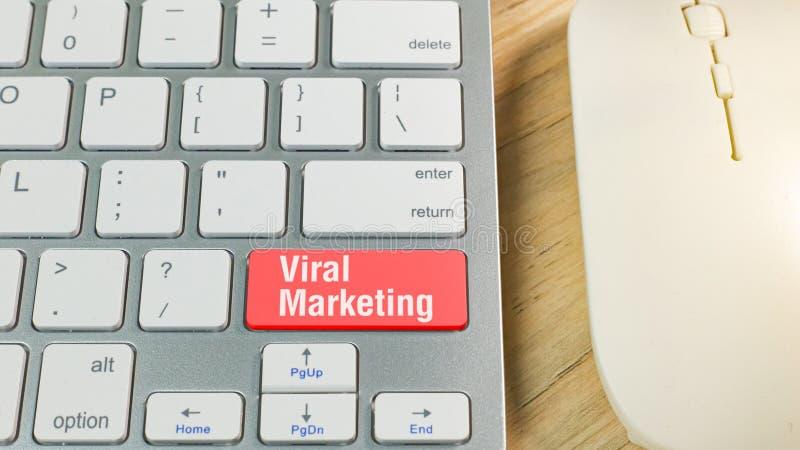 Röd virus- marknadsföring på tangentbordaffärsidé arkivbild