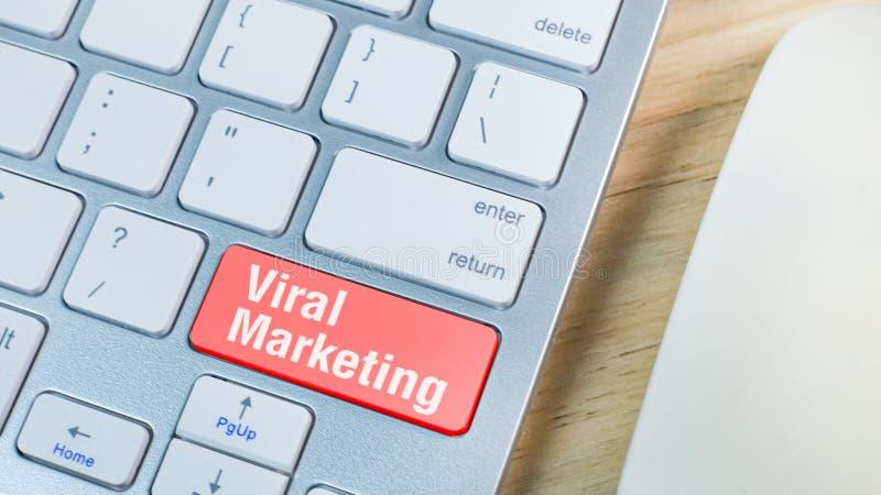 Röd virus- marknadsföring på tangentbordaffärsidé arkivbilder