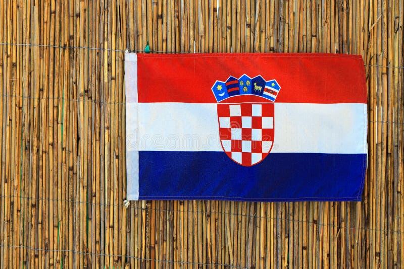 Röd vit blå flagga av Kroatien med kroatisk vapenskölddag av tillståndet, självständighet, dag av segern och tack vare fädernesla royaltyfri fotografi