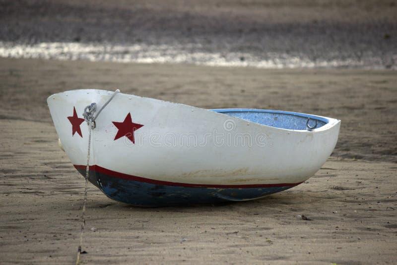 Röd, vit- och blåttfartyg royaltyfri bild