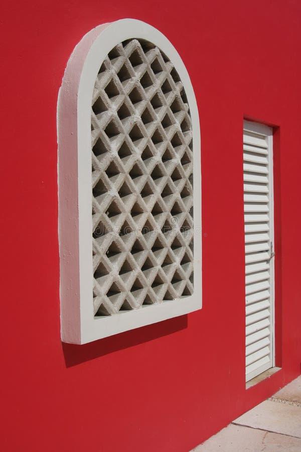 röd white för ingångshus royaltyfri bild