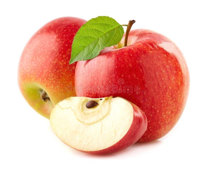 Röda äpplen med bladet royaltyfria bilder