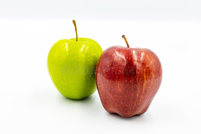 Röda äpplen och gröna äpplen royaltyfri bild