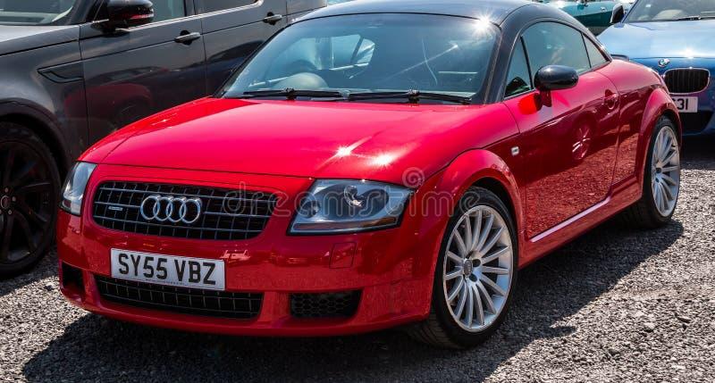 Röda Audi TT royaltyfria bilder