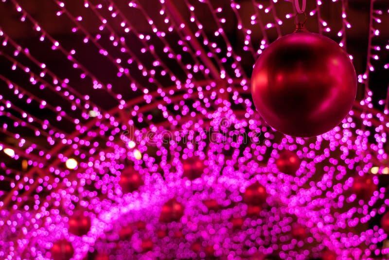Röda bollar för dekorativ jul arkivbilder