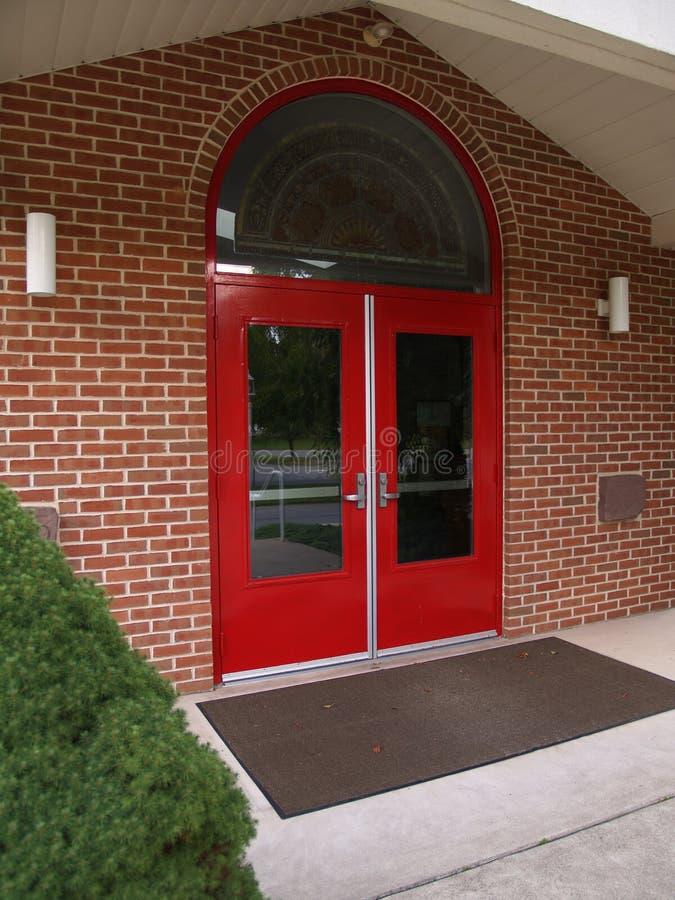 röda dörrar royaltyfria foton