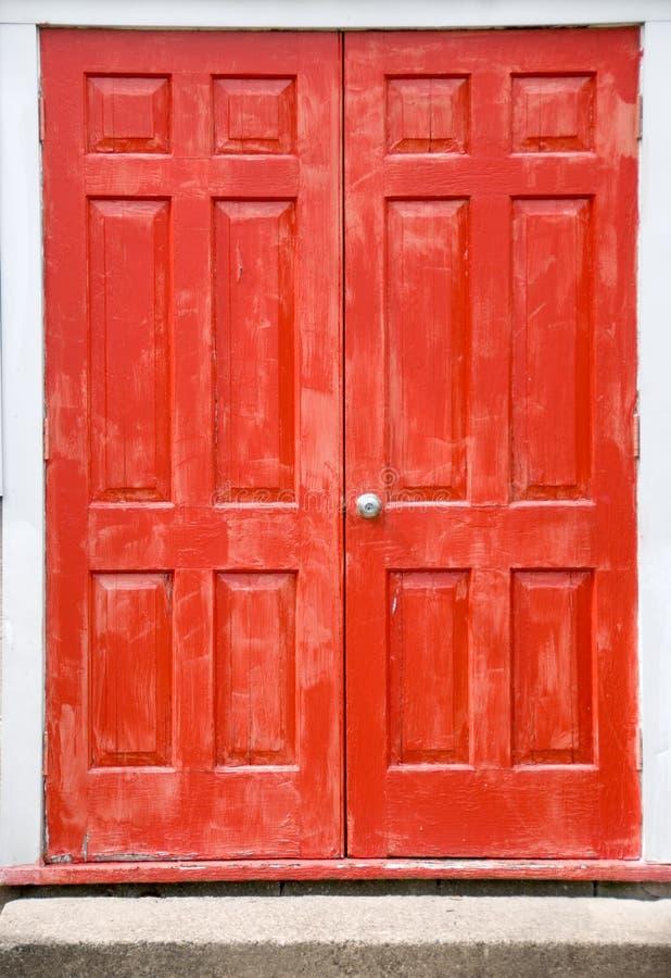 röda dörrar royaltyfria bilder