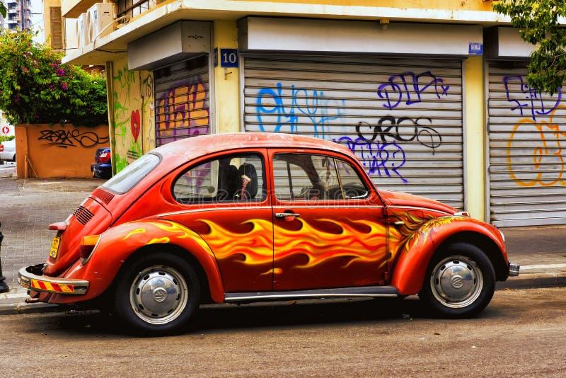 Röda dekorerade Volks Wagen arkivbilder