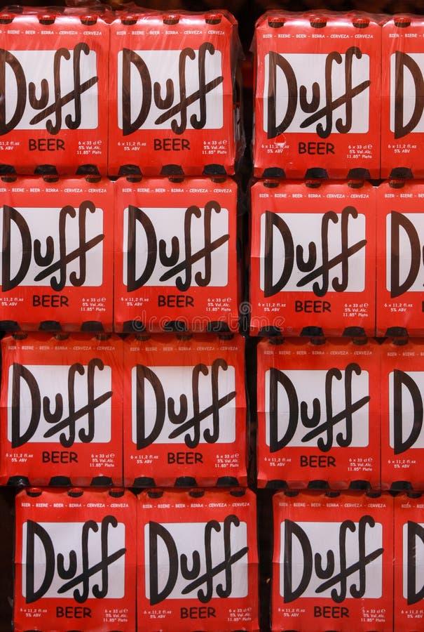 Röda Duff väggpackar av öl lager royaltyfri fotografi