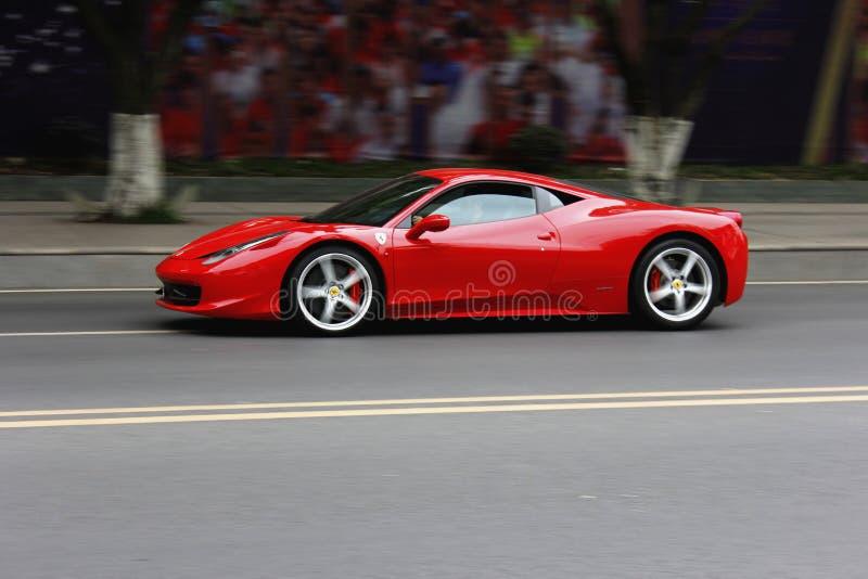 Röda Ferrari arkivbilder