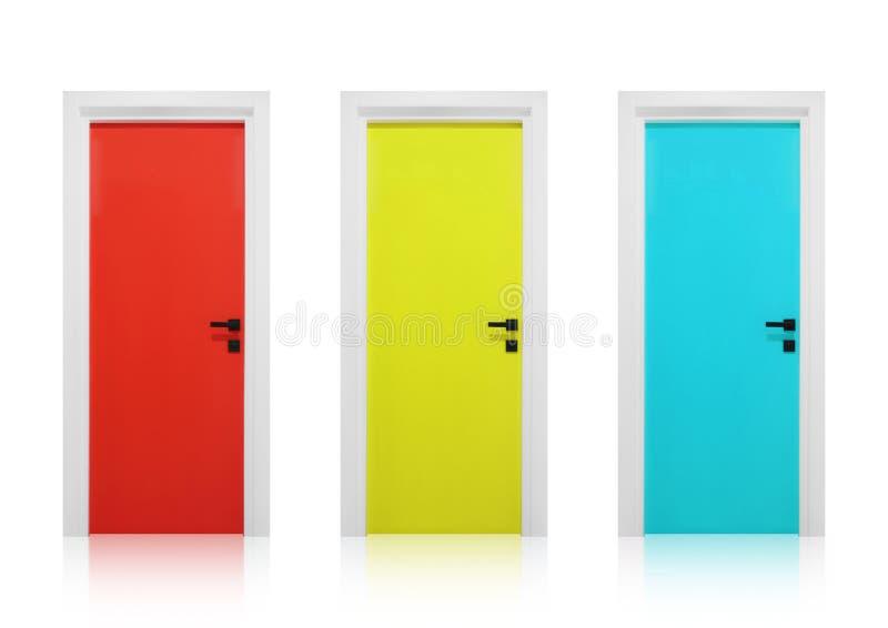 Röda, gula och cyan dörrar på en vit bakgrund arkivbilder