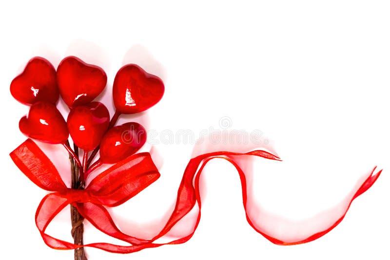 Röda hjärtor i vit bakgrund arkivfoto