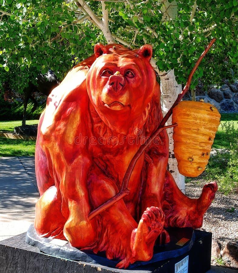 Röda Honey Bear Artwork royaltyfria foton