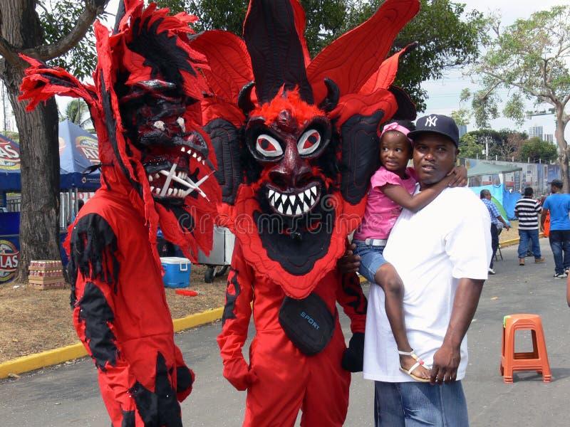 Röda jäklar på den Panama karnevalet royaltyfri fotografi