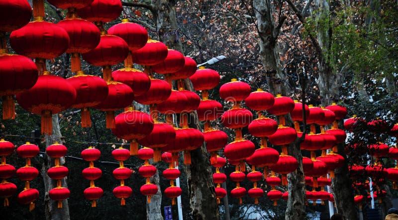 röda kinesiska lyktor arkivbild