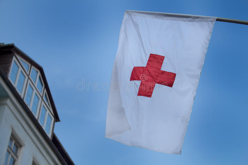 Röda korsetflagga arkivfoto