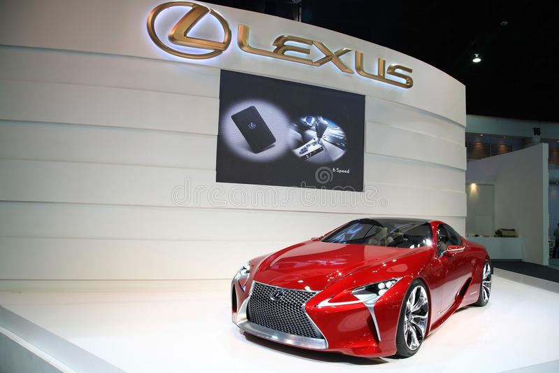 Röda Lexus LF-LC som är hybrid- i den 29th motoriska expoen royaltyfria foton