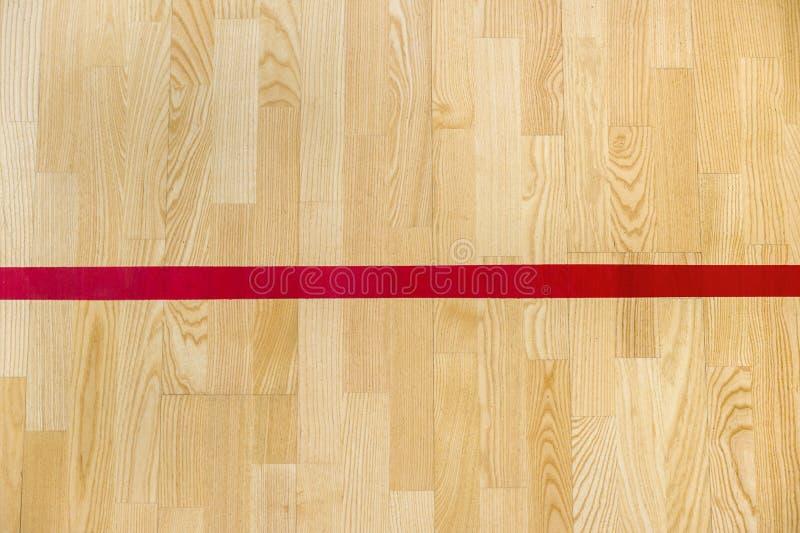 Röda linjen på gymnastiksalgolvet för tilldelar sportdomstolen Badminton-, Futsal, volleyboll- och basketdomstol royaltyfri foto