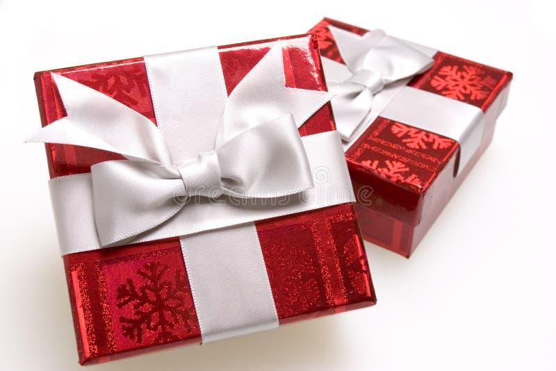 röda ljusa gåvor royaltyfria bilder