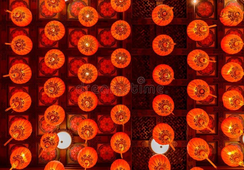 Röda lyktor under för kinesisk festival för nytt år arkivbild