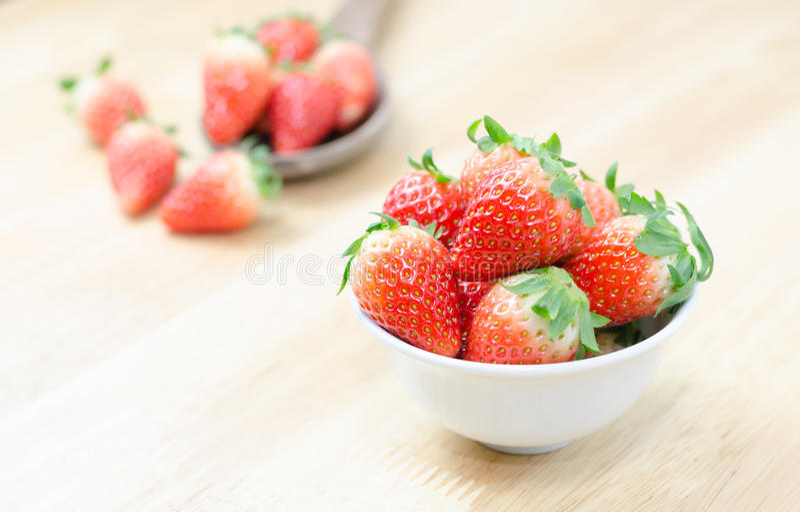 Röda nya strawberies royaltyfri fotografi