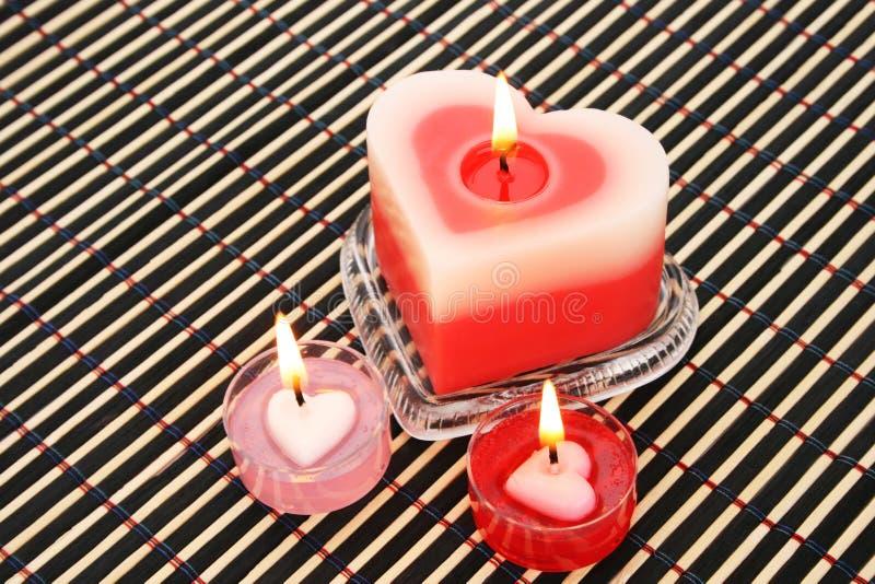 Download Röda och rosa stearinljus fotografering för bildbyråer. Bild av pink - 27280261