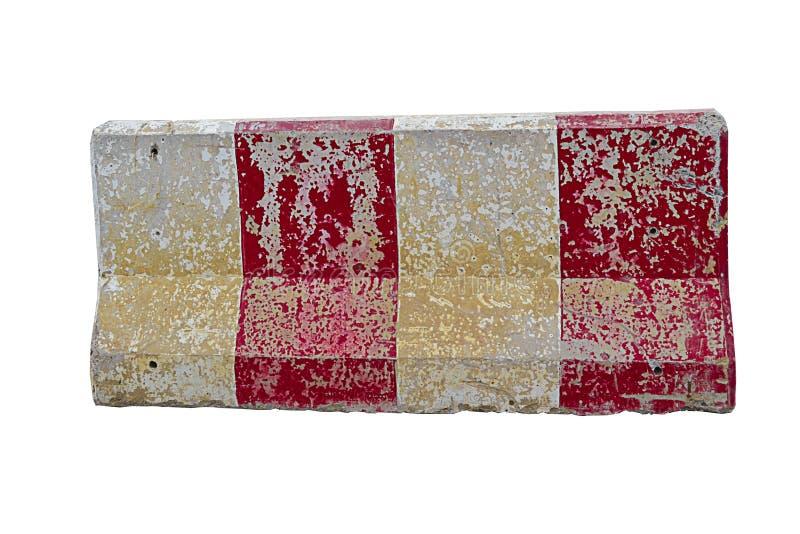 Röda och vita konkreta barriärer som blockerar vägen som isoleras royaltyfri fotografi
